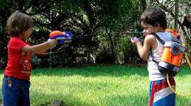 Активные игры с водным пистолетом