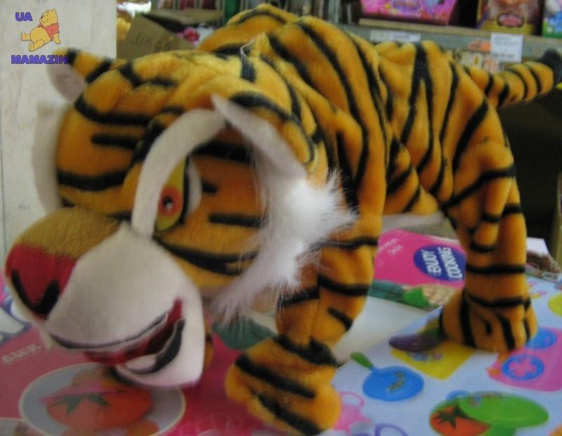 Тигр прыгает