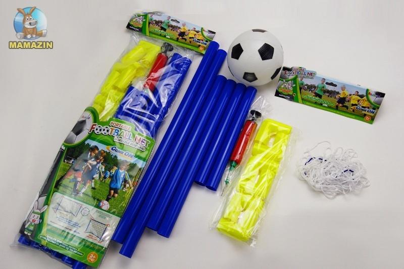 Футбольные ворота с мячом