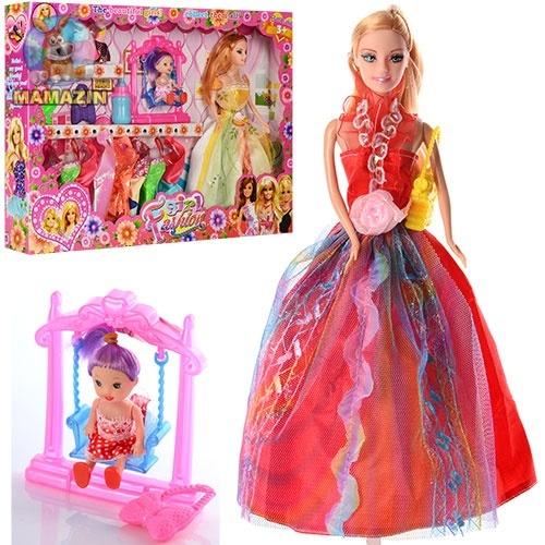 Кукла с нарядами и малышкой на качельке